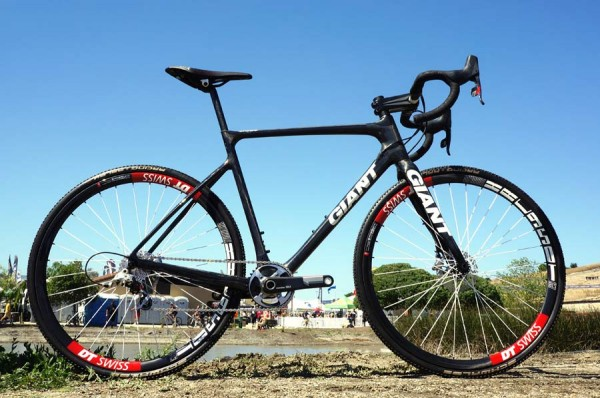Prototype-2014-Giant-TCX-disc-brake-cyclocross-bike01-600x398