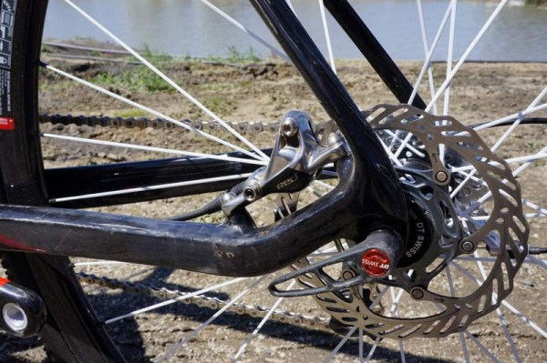 Prototype-2014-Giant-TCX-disc-brake-cyclocross-bike09-600x399