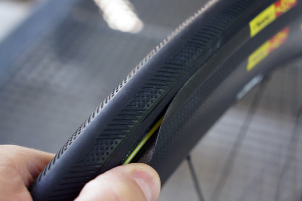 Mavic-CXR60-Yksion-aerodynamic-road-tri-tire01-600x399