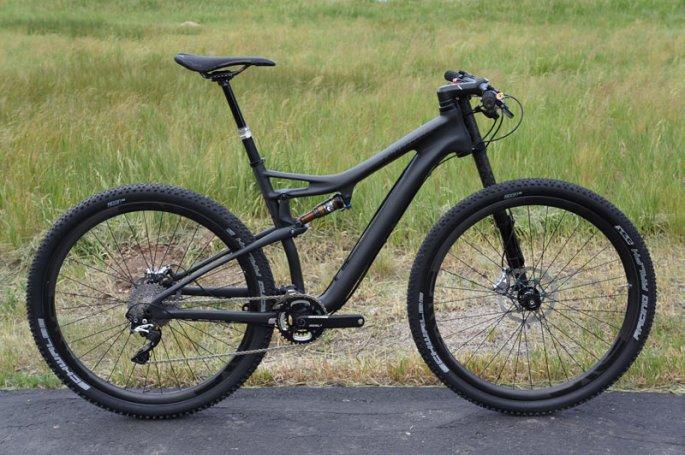 2014-Cannondale-Scalpel-29er-Black-Inc-mountain-bike02