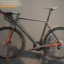 2013-Canyon-Ultimate-CF-SLX-Disc-brake-road-bike01