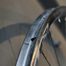2015-Shimano-XTR-M9000-carbon-tubular-wheels-600x400
