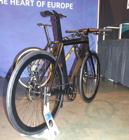 NAHBS2014-BME-Designs-stealth-fighter-city-bicycle02-552x600
