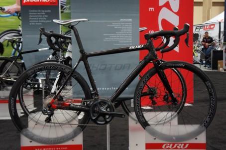 2015-Guru-photon-R-Disc-custom-carbon-fiber-road-bike01-600x398