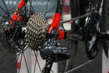 2015-Guru-photon-R-Disc-custom-carbon-fiber-road-bike04-600x399