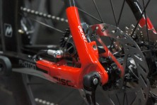 2015-Guru-photon-R-Disc-custom-carbon-fiber-road-bike05-600x399