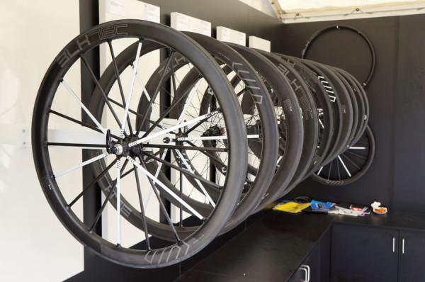 blktec-c1-c5-c8-carbon-fiber-road-bike-wheels01-600x398