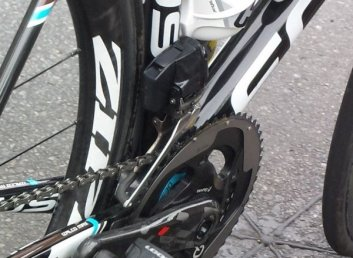 SRAM-Red-Wireless-electronic-road-shifting-group-closeup-2015-1-600x440