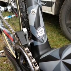 CX-Worlds_Marcel_Wilhaber_Scott-Addict-CX-SL_prototype_carbon_disc-brake_cyclocross_bike_chain-guide_uci-sticker-297x297