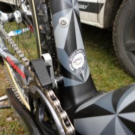 CX-Worlds_Marcel_Wilhaber_Scott-Addict-CX-SL_prototype_carbon_disc-brake_cyclocross_bike_chain-guide_uci-sticker-297x297