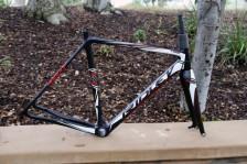 Ridley-Oryx-thru-axle-disc-brake-cyclocross-fork-Noah-SL-x-Night-4za-carbon-wheels-15-600x400