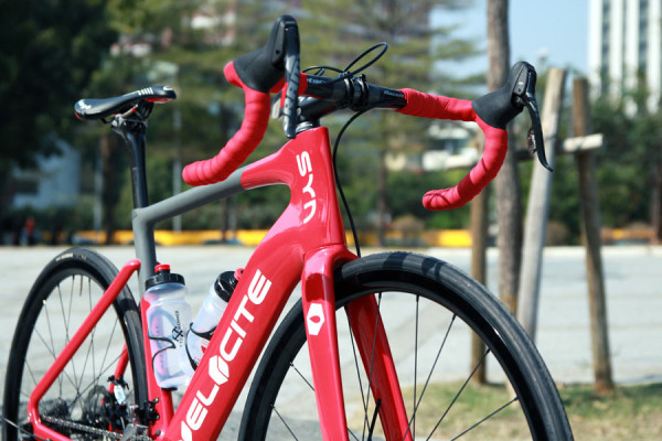 velocite-syn-aero-disc-brake-road-bike-2015-02-600x400