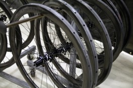 Zipp-202-303-disc-wheels-production-600x400