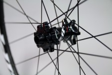 Zipp-disc-brake-202-303-clincher-tubular-2-600x400
