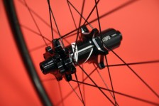 Zipp-disc-brake-202-303-clincher-tubular-20-600x400