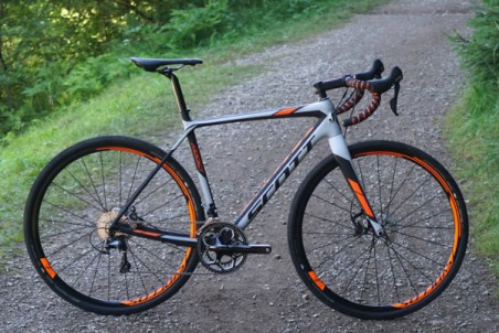 2016-Scott-Addict-Gravel-Disc-road-bike-details-01-600x400