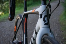 2016-Scott-Addict-Gravel-Disc-road-bike-details-02-600x400
