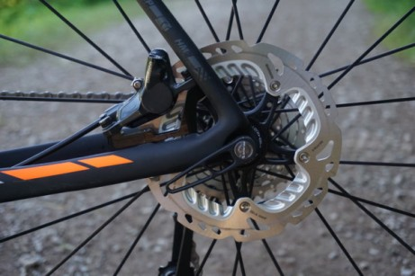 2016-Scott-Addict-Gravel-Disc-road-bike-details-06-600x400
