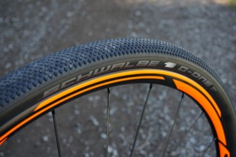 2016-Scott-Addict-Gravel-Disc-Schwalbe-G-One-tires-01-600x400