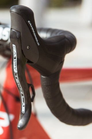 Campagnolo_Campy-Tech-Labs_road-disc-brake_sneak-peek_07_lever-profile-400x600