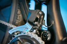 Shimano-XT-di2-electronic-shifting-drivetrain-mountain-bike-mtb-battery-wired-23-1-600x400