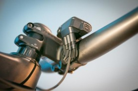 Shimano-XT-di2-electronic-shifting-drivetrain-mountain-bike-mtb-battery-wired-27-1-600x400