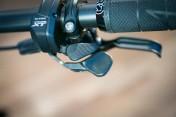 Shimano-XT-di2-electronic-shifting-drivetrain-mountain-bike-mtb-battery-wired-44-600x400