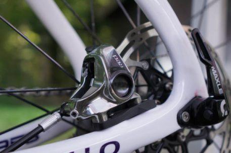 2017-sram-etap-hrd-disc-brake-road-group-brake-calipers02-600x400