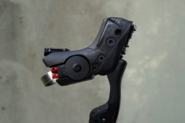2017-sram-etap-hrd-disc-brake-road-group-brake-lever-detail04-600x400