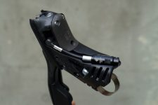 2017-sram-etap-hrd-disc-brake-road-group-brake-lever-detail05-600x400