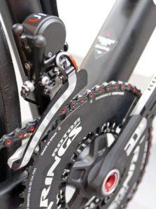 Sarto-Lampo-Disc-proto_custom-Italian-carbon-disc-brake-aero-road-bike_prototype-internal-hydraulic-stealth-routing_Rotor-UNO-front-derailleur-450x600