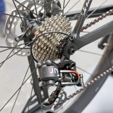 Sarto-Lampo-Disc-proto_custom-Italian-carbon-disc-brake-aero-road-bike_prototype-internal-hydraulic-stealth-routing_Rotor-UNO-rear-derailleur-600x600