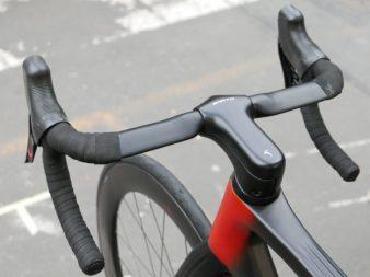 Sarto-Lampo-Disc-proto_custom-Italian-carbon-disc-brake-aero-road-bike_prototype-internal-hydraulic-stealth-routing_split-barstem-600x450